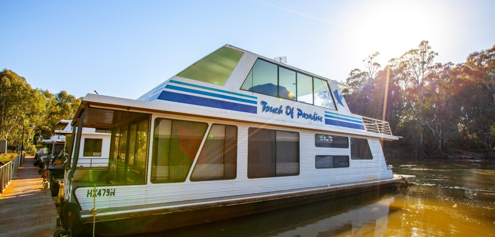 Benefits OOff-Grid Solar Power Houseboats